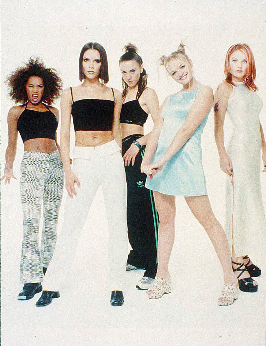 As Spice Girls fizeram usavam tops curtos na década de 1990. Crédito: Divulgação