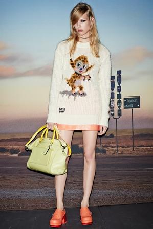 Modelo desfila coleção de verão 2015 da grife Coach, na quinta-feira (4), durante a semana de moda de Nova York. Crédito: Divulgação