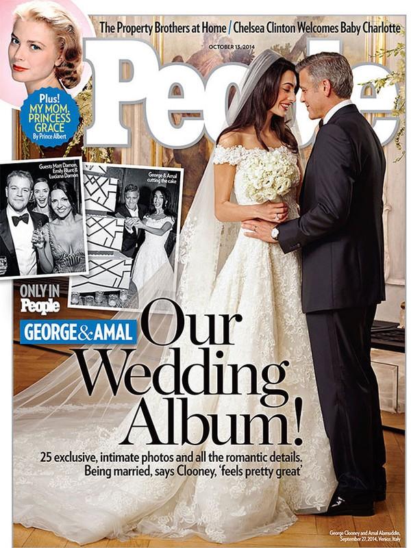 """Capa da revista """"People"""" do mês passado divulga  fotos do casamento do ator George Clooney com a advogada Amal Alamuddin. O vestido da noiva é uma criação de Oscar De la Renta. Crédito: Reprodução"""