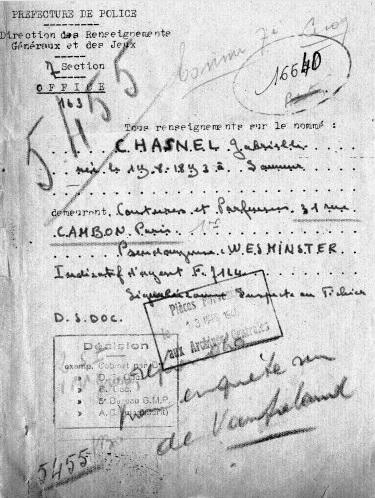 """Documento do serviço secreto francês que provaria a identidade secreta de Coco Chanel. A foto é do livro """"Dormindo com o Inimigo"""", de Hal Vaughan. Reprodução"""
