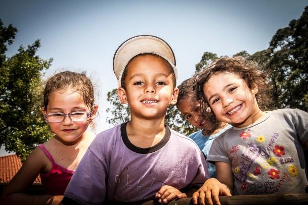 Crianças atendidas pela ONG Obra do Berço, em Paraisópolis (Grande SP). Crédito: Divulgação Oriba
