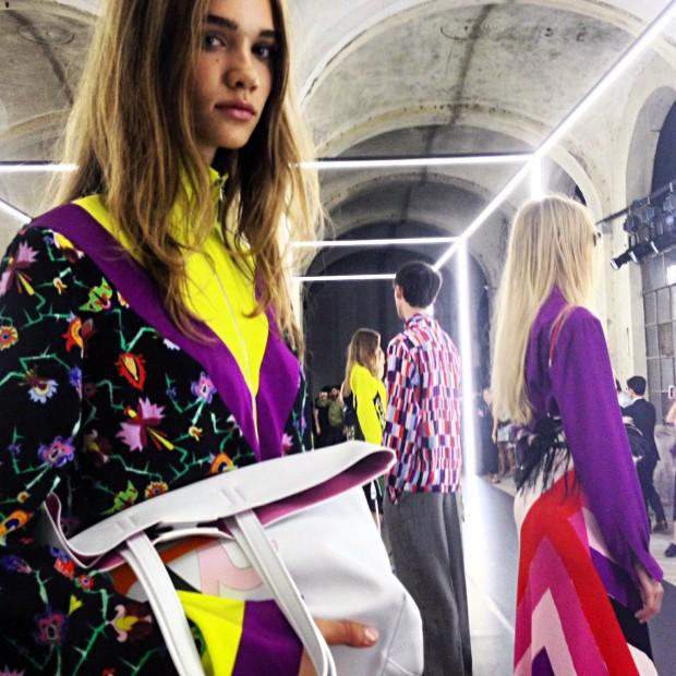Modelo desfila primeira coleção do estilista Massimo Giorgetti para a grife fiorentina Emilio Pucci. Crédito: Pedro Diniz/Folhapress