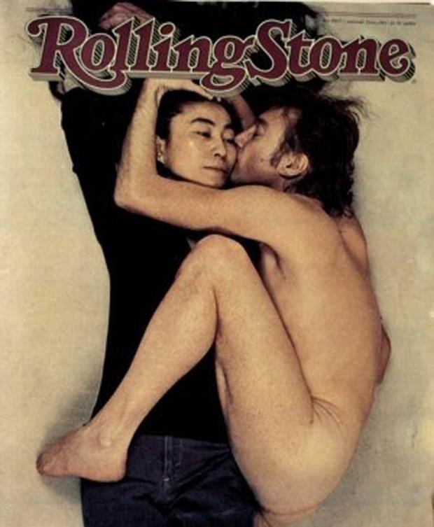 """Capa da edição da revista """"Rolling Stone"""" americana de 22 de janeiro de 1981, que mostra o músico John Lennon abraçando sua mulher, a artista plástica Yoko Ono. Reprodução """"Rolling Stone"""""""