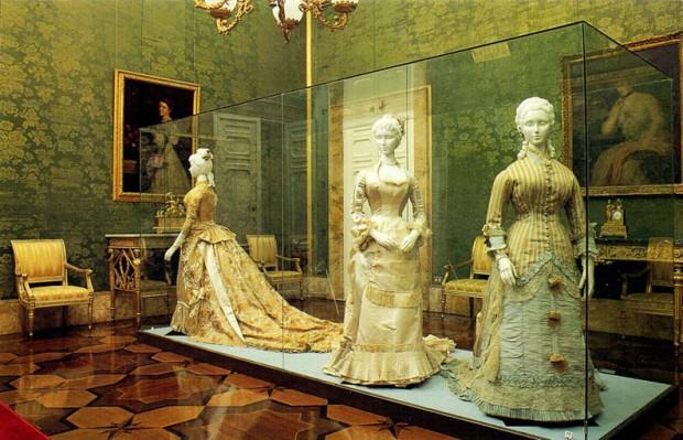 Vestidos expostos na Galleria del Costume, no Palazzo Pitti, em Florença. Crédito: Reprodução