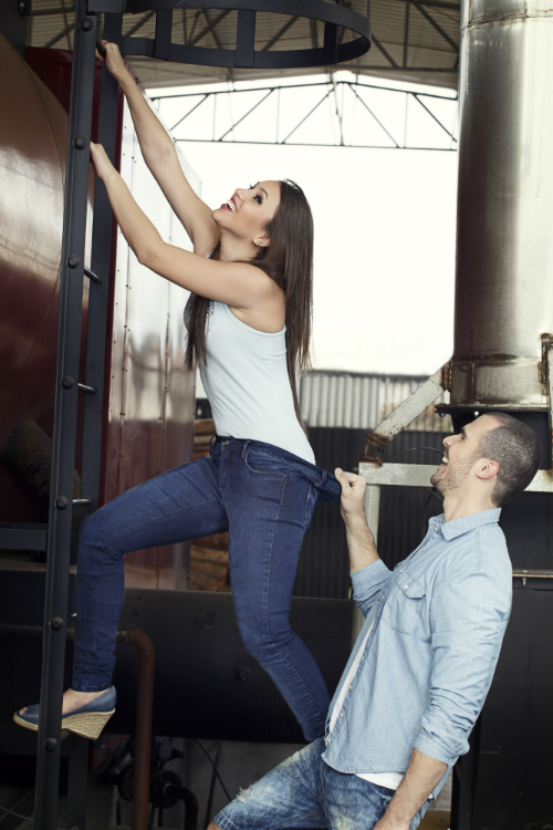 """Modelo de calça """"One size fits most"""", da Staroup. Segundo a marca, um único jeans veste dos tamanhos 36 ao 44. Crédito: Divulgação"""