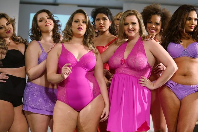 Modelos em desfile da edição de verão 2015 da Fashion Weekend Plus Size, evento de desfiles realizado anualmente em São Paulo e voltado para o mercado de tamanhos grandes. Crédito:  23-ago-2014. Rahel Patrasso/Xinhua
