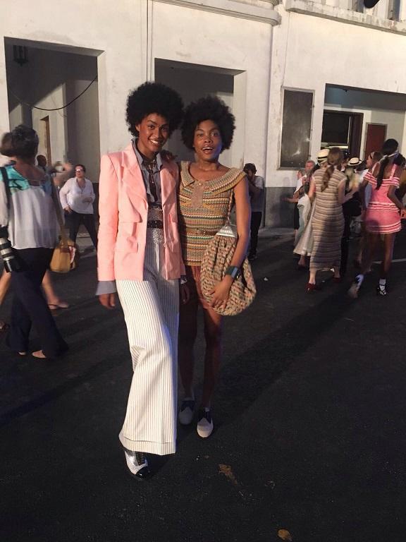 Modelos usam looks da coleção de cruise da Chanel inspirada em Cuba. Crédito: @andressasalomone