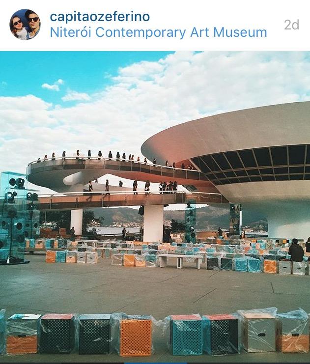 """MAC-Niterói é preparado para desfile de """"cruise"""" 2017 da Louis Vuitton. Crédito: Reprodução/Instagram"""