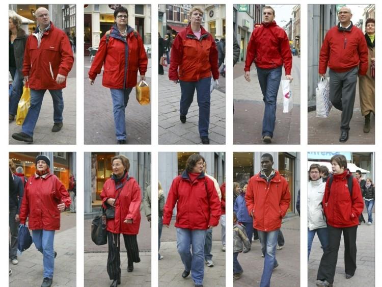 Série de 'streetstyle' do fotógrafo holandês Hans Eijikelboom. As imagens foram feitas em 2006, na cidade de Arnhem, Holanda. Crédito: Divulgação