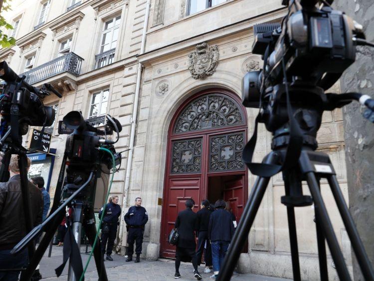 Fachada do hotel em que Kin Kardashian foi assaltada, na madrugada de segunda (3), em Paris Crédito: AFP